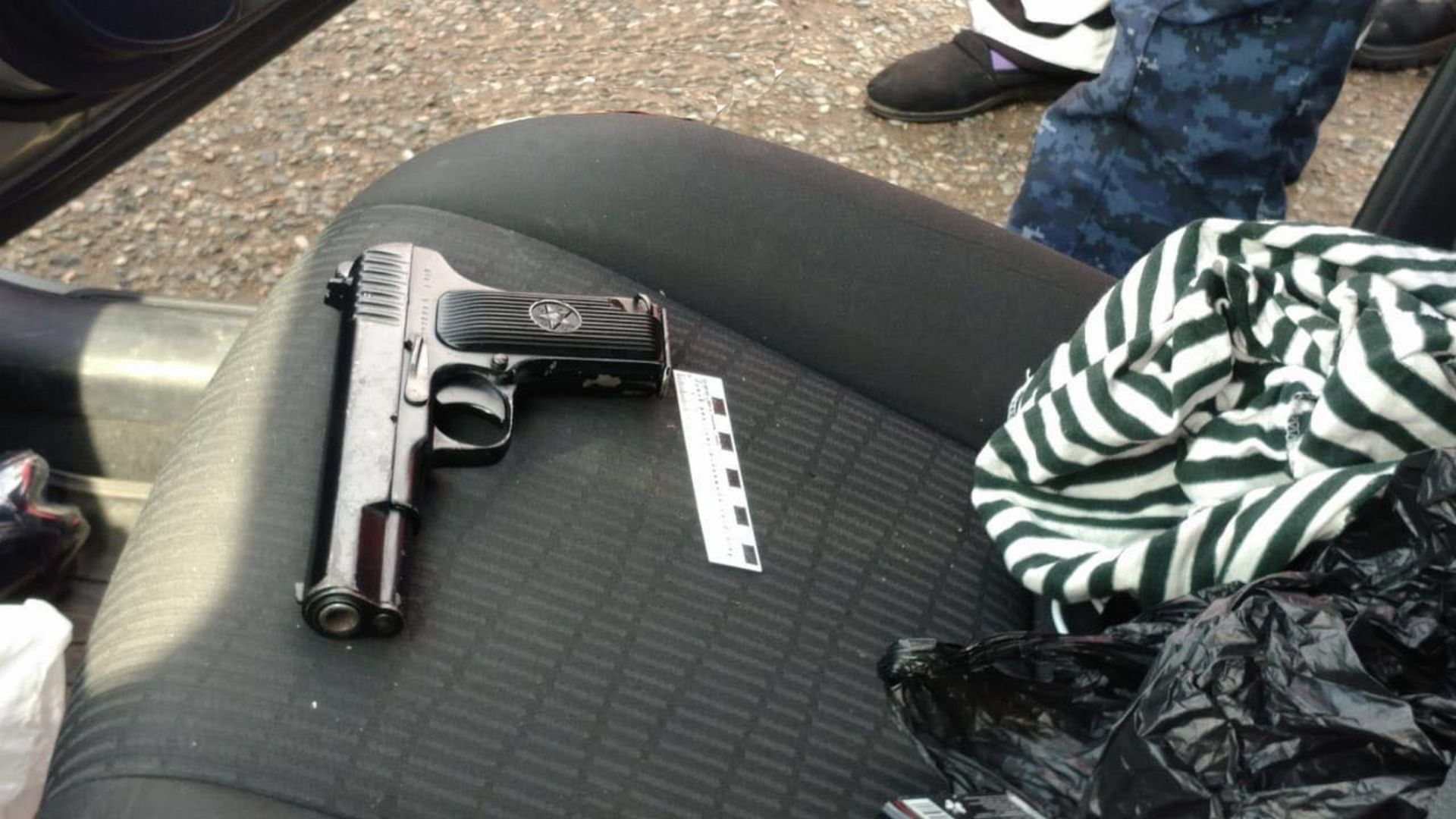 На Ставрополье правоохранители изъяли боевой пистолет и крупную партию наркотиков