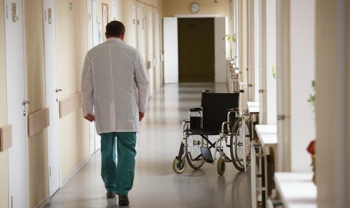 В Георгиевске уволен главврач больницы после инцидента с пролежнями у пожилой пациентки