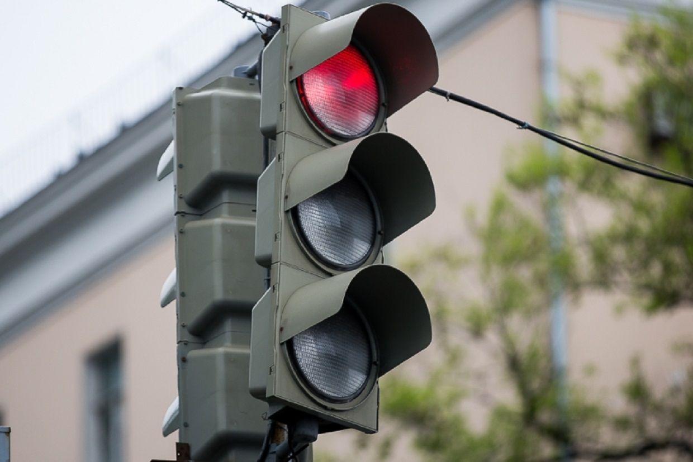 ГИБДД обращает внимание водителей на работу светофоров на перекрестке улиц Карла Маркса и Голенева