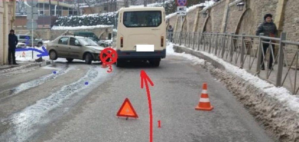 В Кисловодске столкнулись пассажирская маршрутка и легковой автомобиль