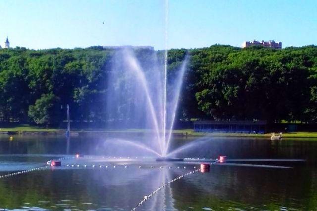 На Комсомольском пруду в Ставрополе появился плавающий фонтан