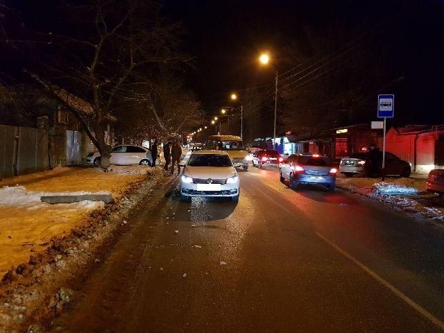 В Ставрополе переход дороги в неположенном месте обернулся для девушки серьёзной травмой