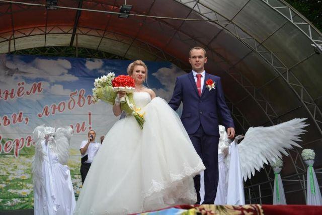 В День семьи, любви и верности в Ставрополе чествовали семейные пары