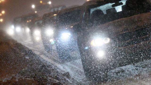 На Ставрополье обильный снегопад осложнил дорожную ситуацию