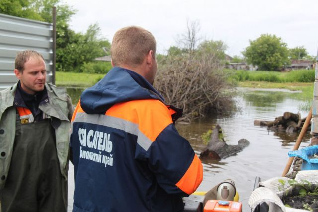 Спасатели эвакуировали посетителей подтопленного кафе в Невинномысске