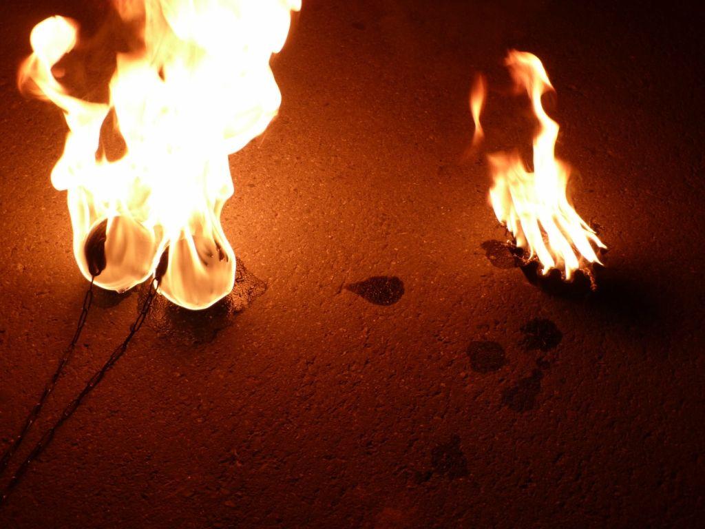 Огнём ответила полицейскому ставропольчанка на требование прекратить фаер-шоу в Анапе