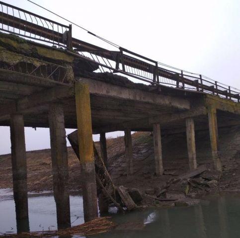 В Ставропольском крае обрушился автомобильный мост