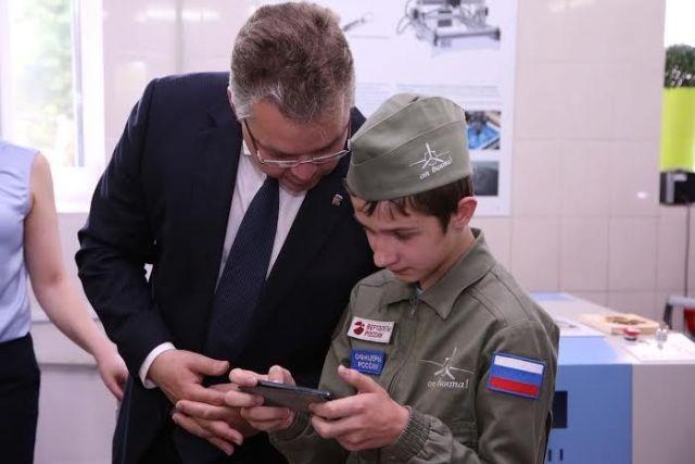 Губернатор оценил работу нового центра молодёжного инновационного творчества