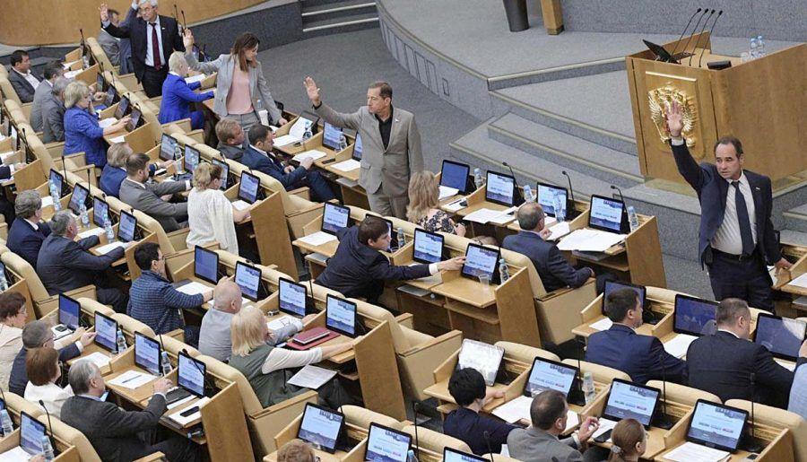 Госдума раскрыла сумму зарплат и пенсий своих депутатов