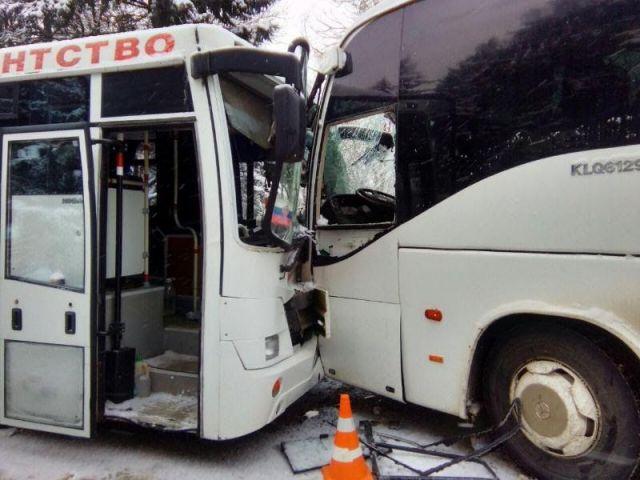 В Пятигорске столкнулись два автобуса, пострадали три человека