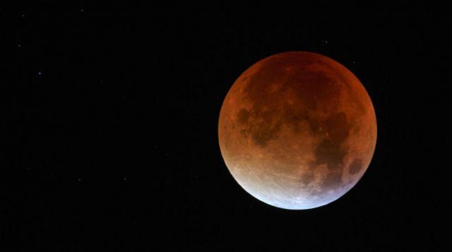 Жители Ставрополья могут увидеть завершающую стадию суперлуния и полного лунного затмения