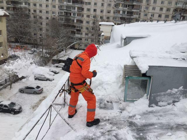 Ставропольцам рассказали, кто должен убирать сосульки с крыш, устранять наледь и расчищать сугробы