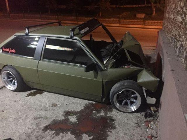 В Пятигорске водитель легковушки врезался в стену здания