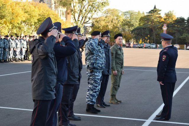 В Ставрополе прошёл торжественный смотр и развод подразделений Росгвардии и МВД