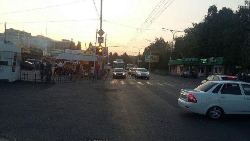В Ставрополе водитель сбил 15-летнюю девочку на пешеходном переходе и скрылся