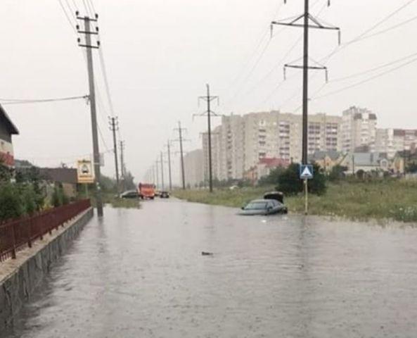 В Ставрополе из-за сильного дождя подтопило дороги