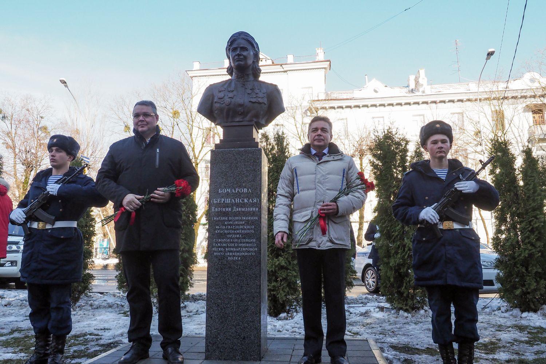 Монумент командиру «Ночных ведьм» открыли вСтаврополе