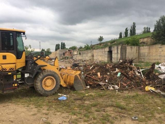 300 тонн строительных отходов вывезли со свалки в Кисловодске