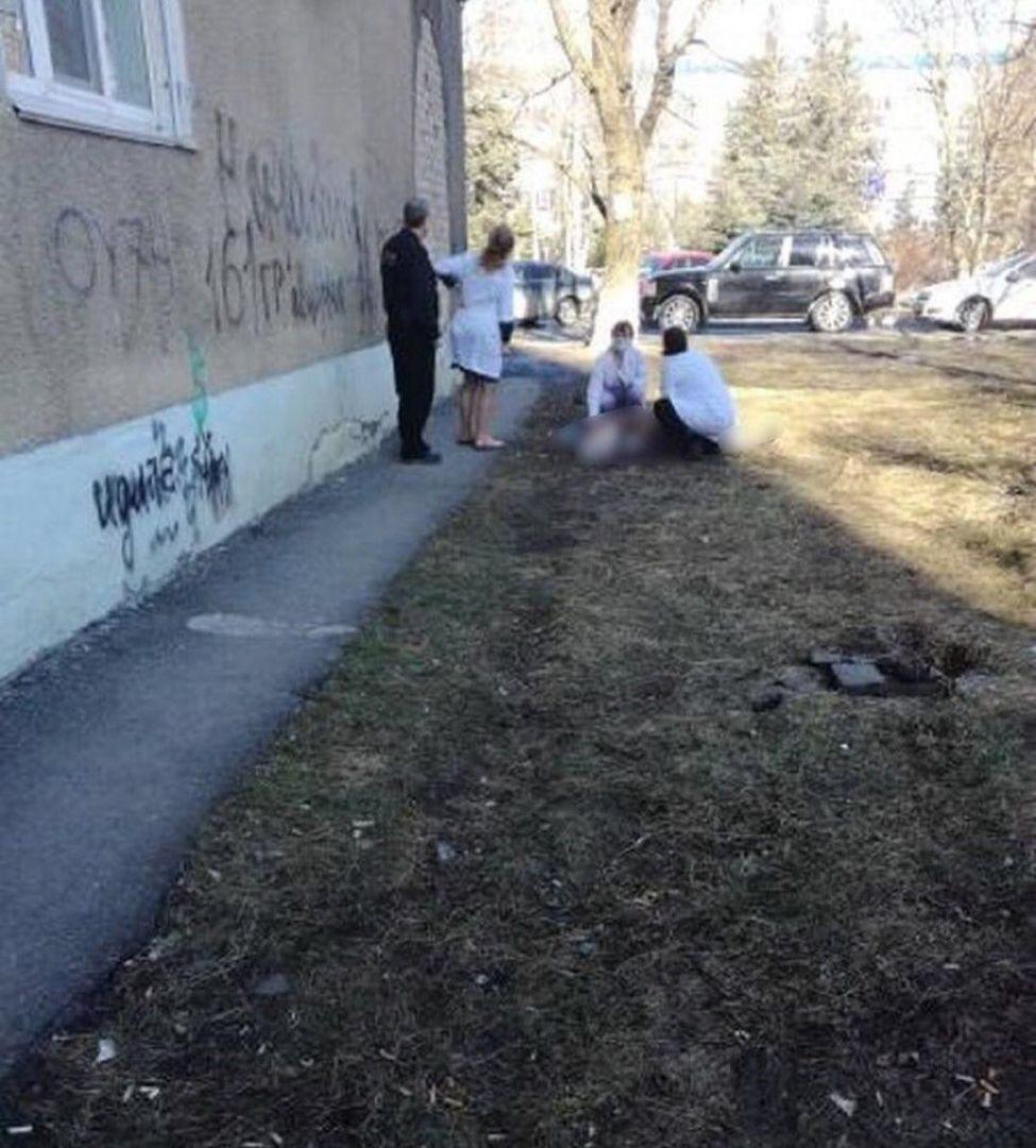 ВСтаврополе изокна 3-го этажа выпала 82-летняя женщина