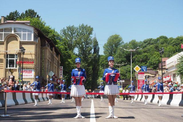 В Кисловодске торжественно открыли мост через Ольховку