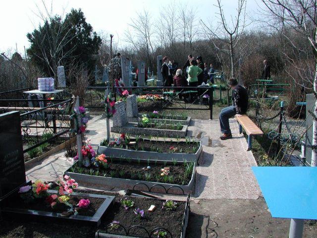 В Ставрополе временно ограничат движение автотранспорта на территориях кладбищ