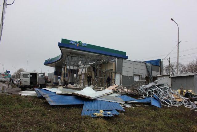 В Ессентуках администрация демонтирует незаконно построенную заправочную станцию
