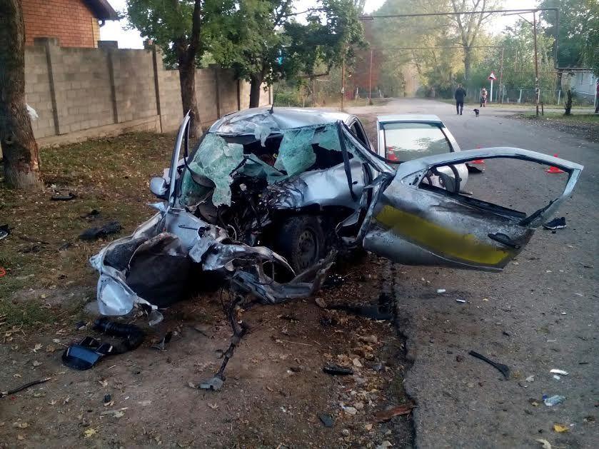 НаСтаврополье шофёр автомобиля умер, врезавшись вдерево
