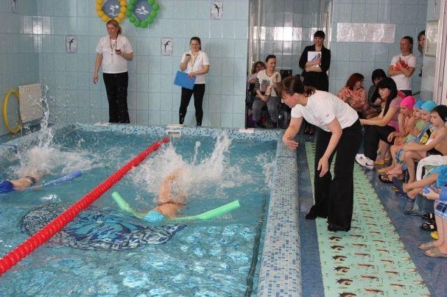 ВСтаврополе прошли соревнования поплаванию среди детских садов