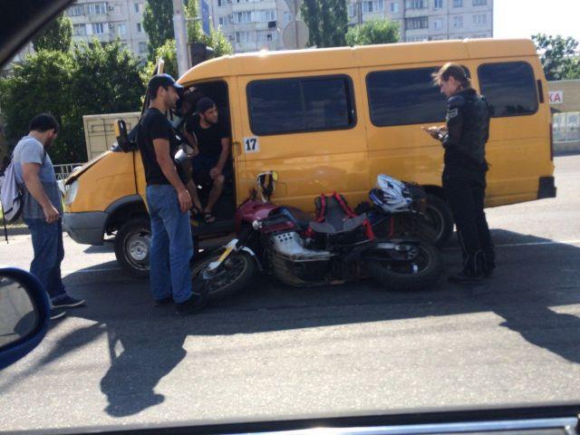 В Ставрополе столкнулись маршрутка и мотоцикл
