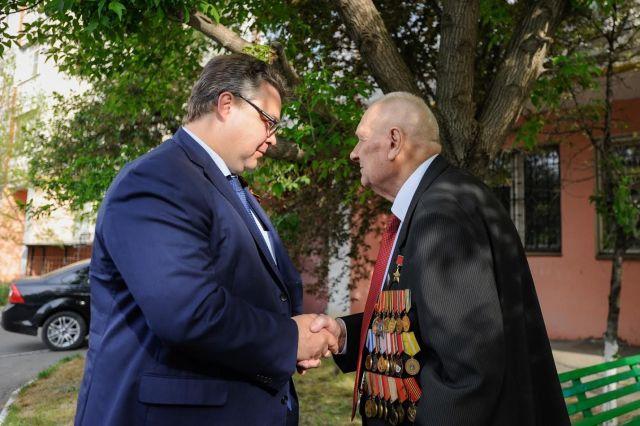 Губернатор поздравил с днём рождения Героя Великой Отечественной Войны