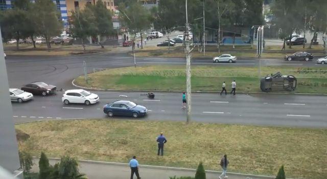 В Ставрополе в результате ДТП перевернулся автомобиль