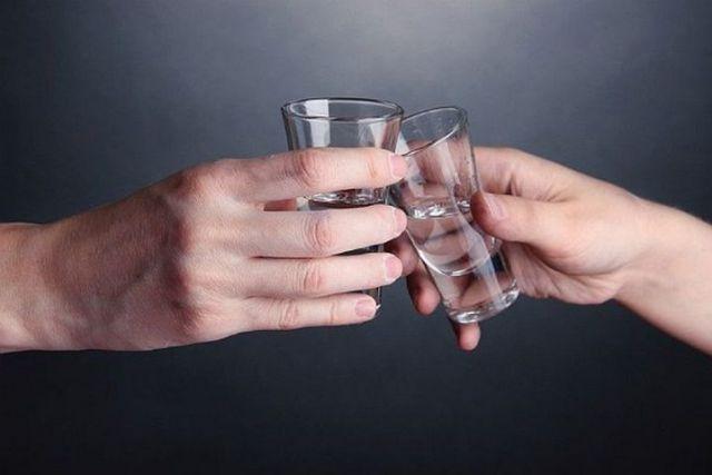 В Будённовске пьянка закончилась госпитализацией мужчины