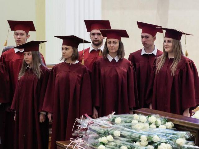 Глава Ставрополья вручил удостоверения губернаторским стипендиатам
