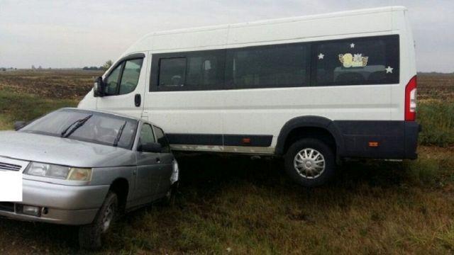 На Ставрополье в результате столкновения маршрутки и легковушки пострадали 4 человека