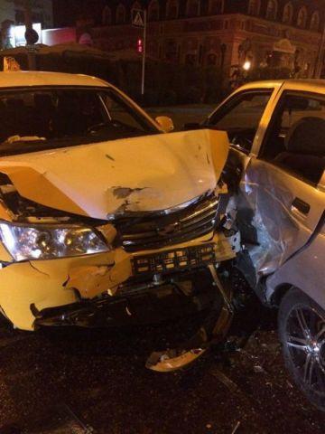 В Ставрополе столкнулись две легковушки, пострадали две девушки