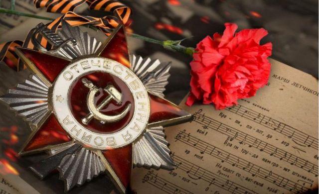 В Ставрополе для ветеранов ВОВ полицейские под открытым небом спели песни