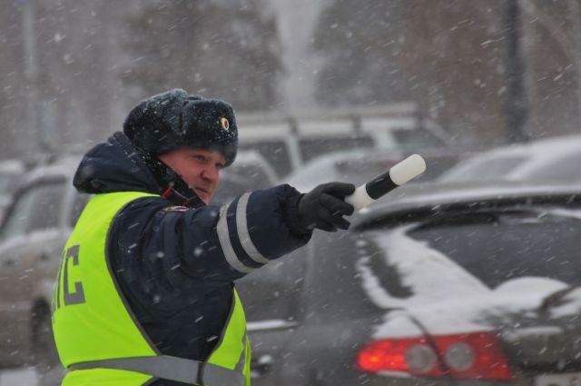 Ставропольские полицейские 4 часа оказывали помощь водителю сломавшейся фуры