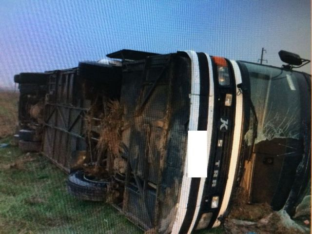На Ставрополье перевернулся автобус, один человек погиб, четверо ранены