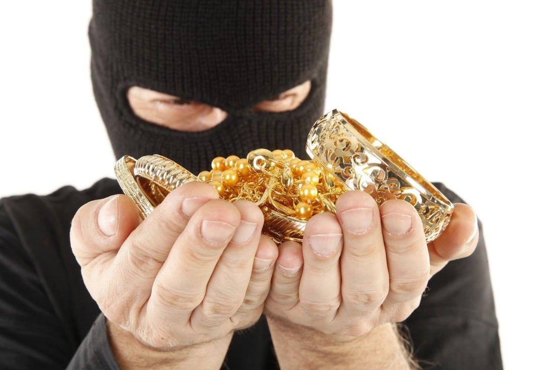 ВПятигорске мошенник похитил ювелирные изделия на300000 руб.