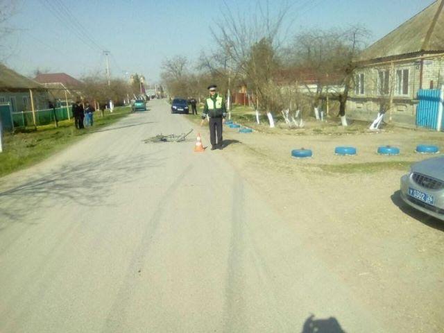 На Ставрополье водитель легковушки насмерть сбил 80-летнего велосипедиста