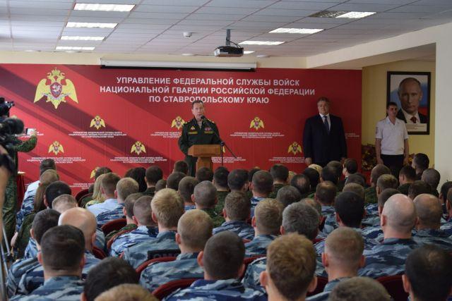 Военнослужащим и сотрудникам Росгвардии на Ставрополье вручили ключи от служебного жилья