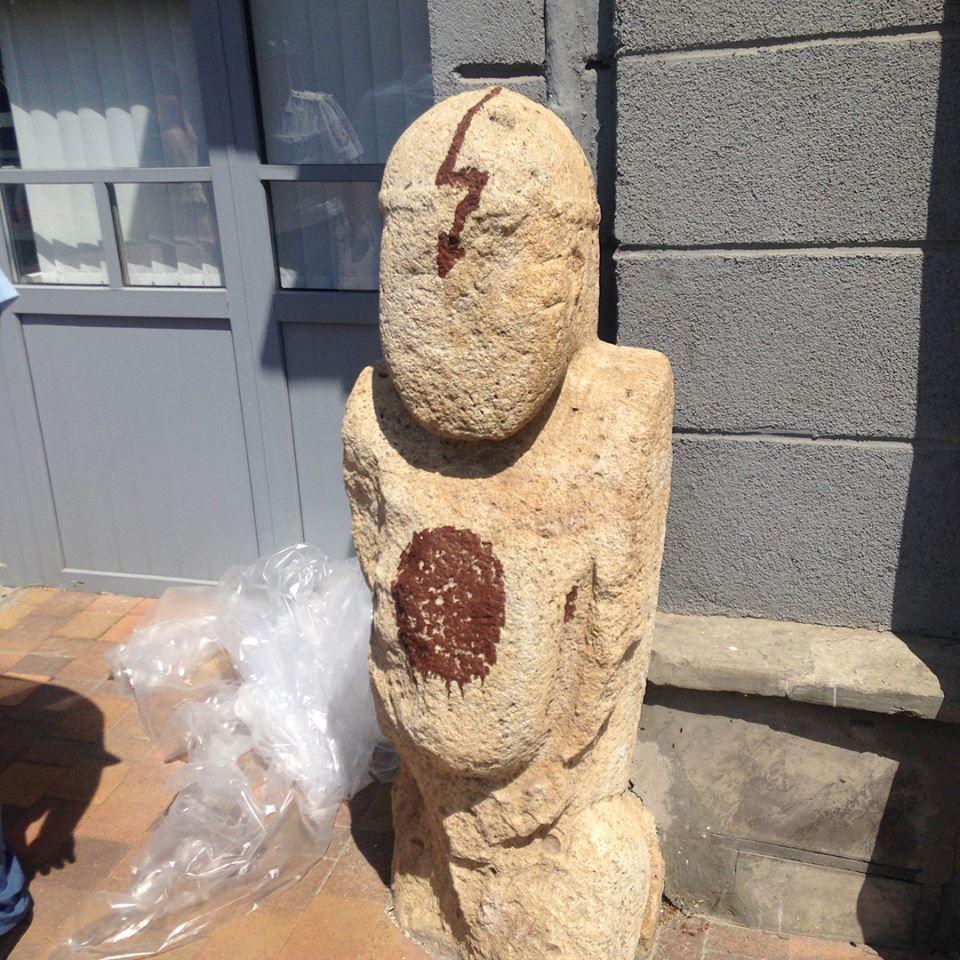 В Ставрополе поймали молодого человека, изрисовавшего каменные статуи музея-заповедника