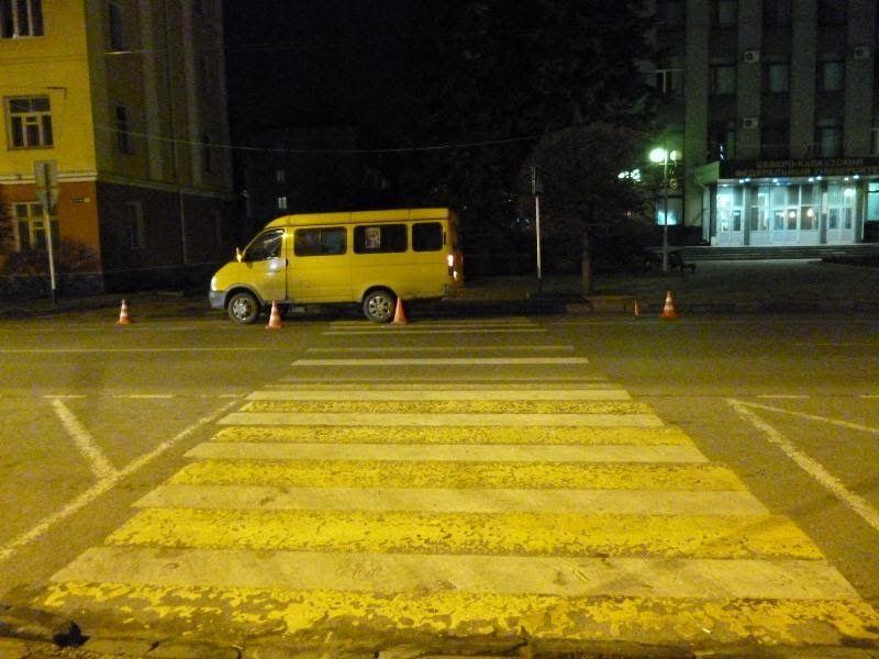 ВСтаврополе школьница угодила под колёса маршрутки назебре