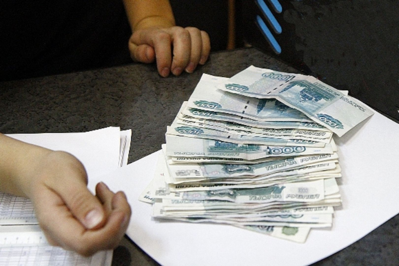Посетительница колонии спрятала деньги внижнем белье, чтобы передать ихосужденному