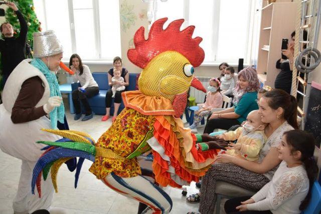 Ёлка главы города пришла к маленьким пациентам Детской краевой больницы