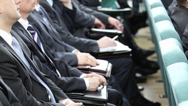 Правительство резко увеличит расходы на мотивацию госслужащих