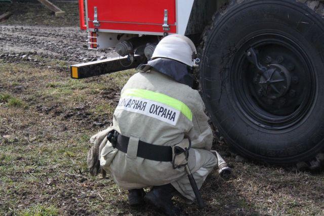 На Ставрополье загорелся работающий в поле трактор