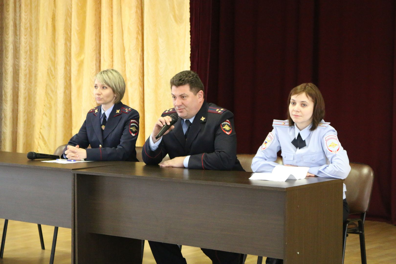 В Ставрополе полицейские провели для студентов профилактическую акцию «Выбери жизнь!»