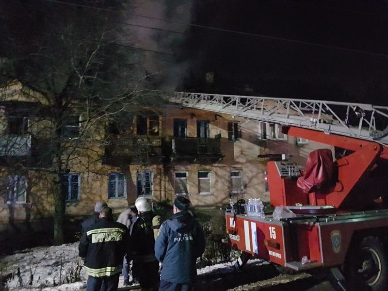 В Пятигорске горел двухэтажный многоквартирный дом, пострадавших нет
