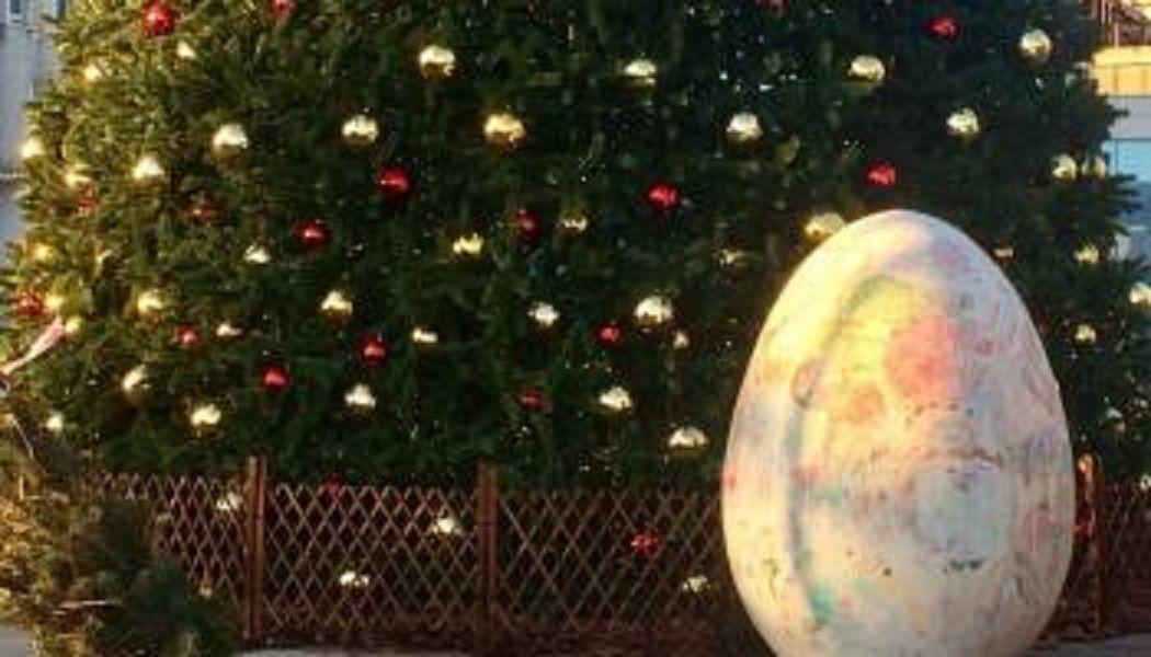 На главной площади Пятигорска появилось гигантское яйцо